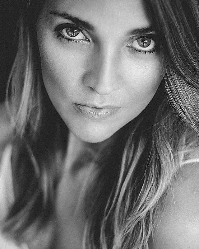 Questions #blackandwhitephotography #beautiful #kdpeoplegallery #woman#donna#noiretblanc #blancoynegro #bnw_photographer #insta_pick_bw  #portrait#portraitlove#portraitpage #portraitmood#soul#eyes#bnwsouls #kadın #monochromephotography #bnw_drama #faceobs
